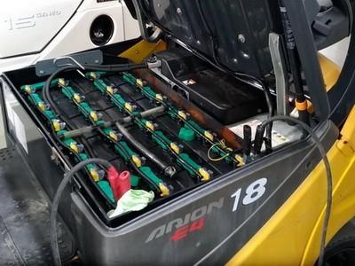 Обслуживание, эксплуатация и проверка тяговых аккумуляторов: как проверить и правильно зарядить